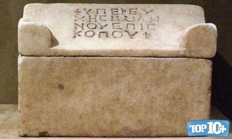 Relicario en forma de Sarcófago-entre-las-reliquias-mas-misteriosas-del-mundo