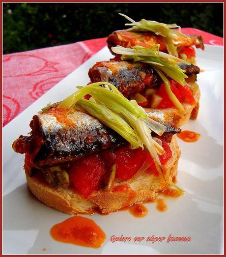 Montaditos de sardinas picantonas y ajetes