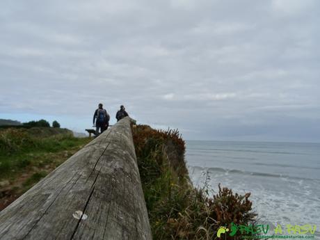 Ruta de los Misterios del Mar: Valla junto al mar