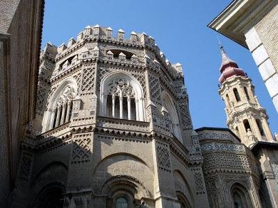 Al menos 30 catedrales que pertenecían al Estado desde 1931 pasaron a ser de la Iglesia, cada vez más rica.