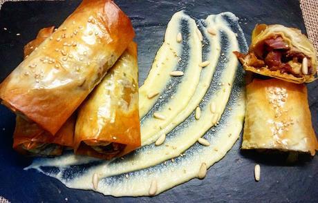 Rollitos de lombarda, cordero y piñones con salsa de manzanas reineta (Reinventando el menú navideño I)