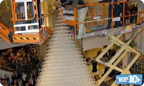Torre de copas de bebidas mas alta-entre-las-comidas-mas-grandes-del-mundo