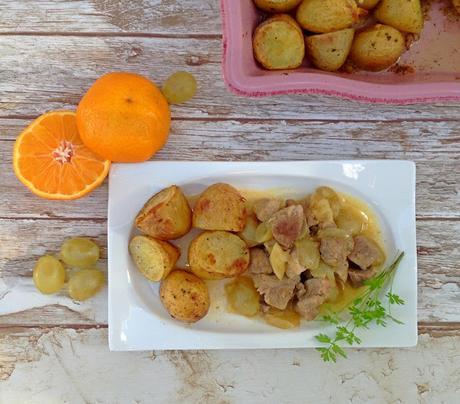 Carne de cerdo con mandarinas y uvas