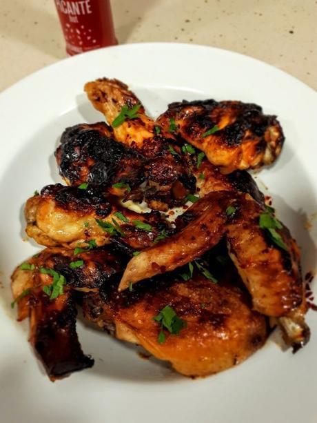 Alitas de pollo con salsa barbacoa picante