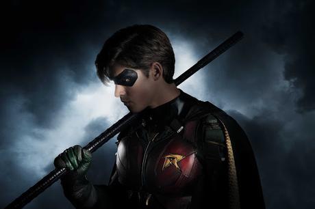 Primero imagen de  Brenton Thwaites como Robin para la película de los Jovenes Titanes.