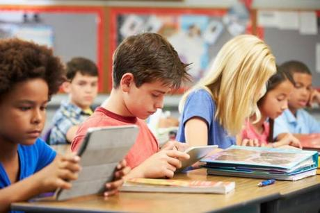 Exigir que los alumnos tomen apuntes en papel es un insulto a la inteligencia