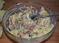 Patatas rellenas con huevo y bacón