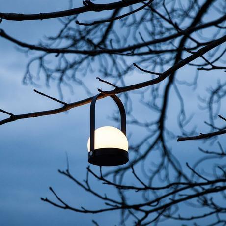 Norm Architects menu dk lámparas de diseño lámpara portátil recargable lámpara LED Carrie Lámpara de mesa Carrie de Menu diseño nórdico diseño danés