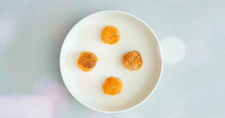 Bolitas de boniato con queso ahumado vegano