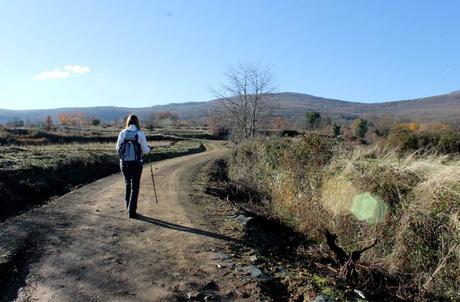 Inicio de la ruta de la Cueva de la Mora en Navarredonda de la Rinconada