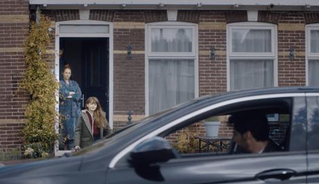 Una niña con padres separados es la protagonista de este emotivo anuncio navideño