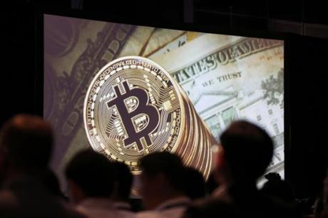 El #bitcóin irrumpe en el #mercado de futuros entre dudas sobre su fiabilidad #Dinero #Finanzas