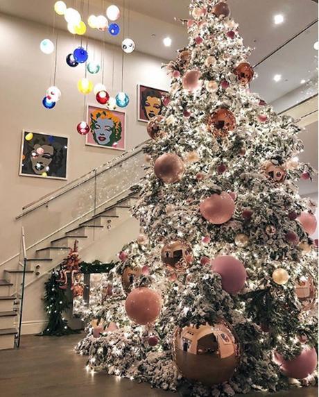 Kylie Jenner presume su extravagante árbol de #Navidad (FOTO)