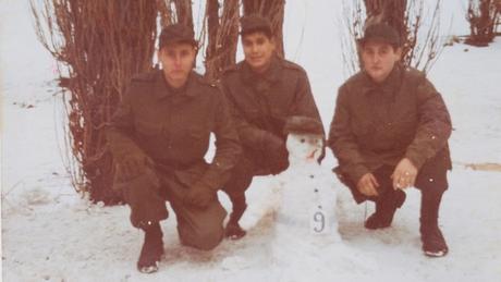 Ya en Malvinas, junto a sus compañeros del Batallón de Ingenieros número 9.