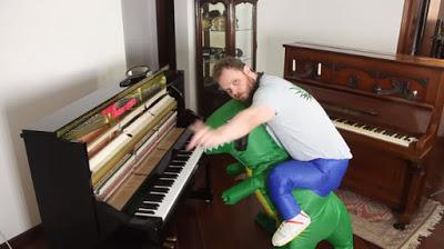 Cinco melodías dinosaurianas al piano por Lord Vinheteiro