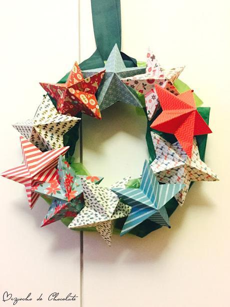 Corona de Navidad de estrellas de papel
