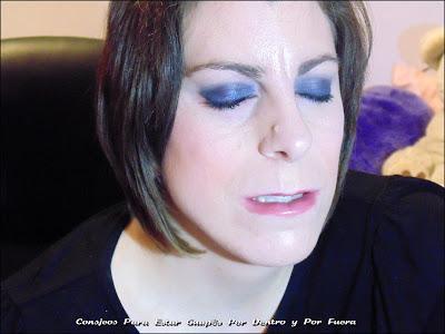 Maquillaje De Ojos En Azul.