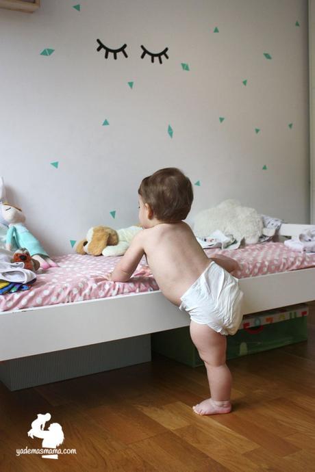 bebé con pañales ecológicos