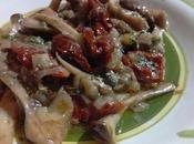 Salteado setas tomates secos Funghi pioppini pomodori secchi
