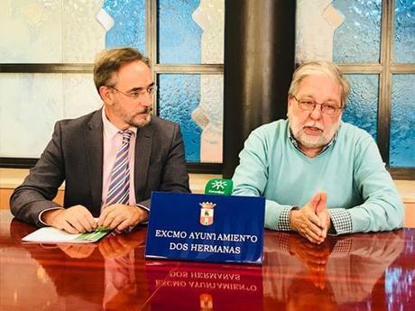 El Consejero de Fomento ve viable el autobús ecológico que conectará Montequinto y Dos Hermanas.
