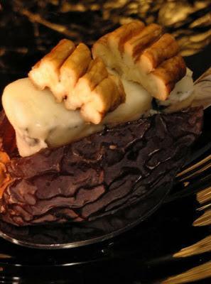 Bocados de dátil con queso Gorgonzola y nueces pecanas de Málaga