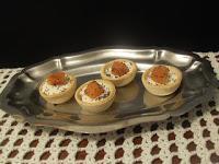 Rollitos de jamón con queso crema y membrillo y tartaletas
