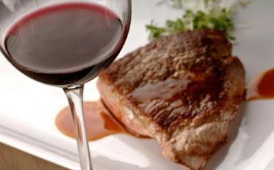 Carne roja al vino tinto en su salsa
