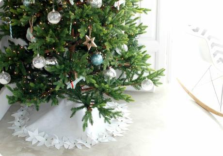 7 Ideas para ocultar el pie de árbol de Navidad
