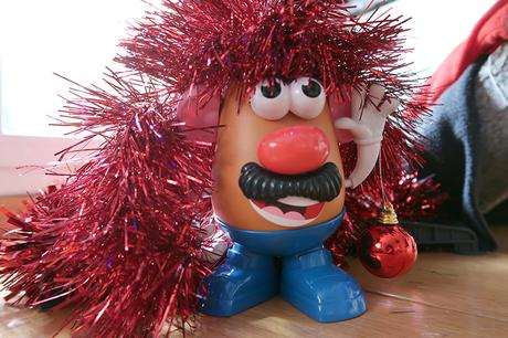 Mr Potato elige montar nuestro árbol de Navidad antes de cumplir sus 65 años