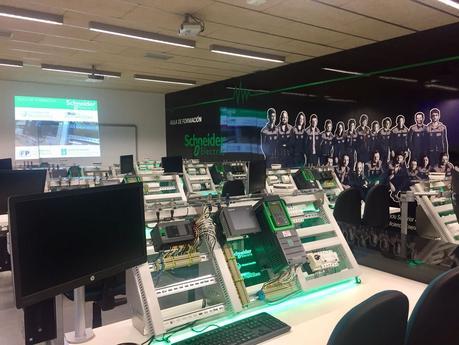 Schneider Electric inaugura un Aula Tecnológica IoT en el CIFP As Mercedes de Lugo
