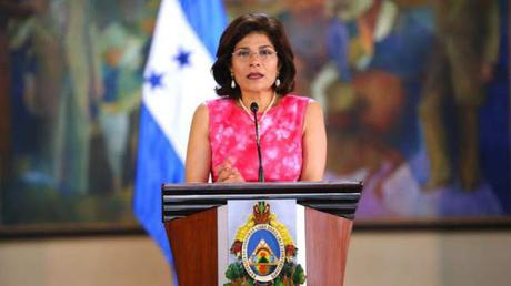 Muere en accidente helicóptero hermana de presidente Honduras.