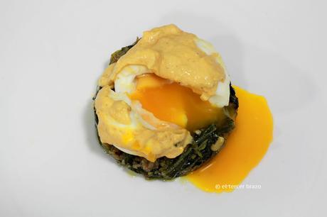 Huevos mollet con crema de marisco