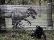 Evgeny Ches artista Ruso pinta Dinosaurios animales sobre envoltura plástico