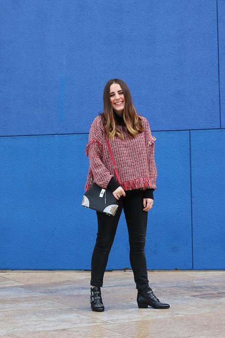 Outfit de invierno con jeans negros