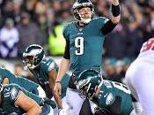 Sólido triunfo Eagles sobre Falcons para luchar Campeonato