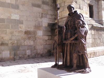 Nueva estatua en Alcalá de Henares. enero 2018