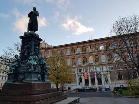 Viena. en noviembre-6