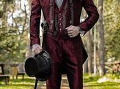 Traje novio barroco, frac cuello tejido jacquard rojo bordados plateados pedrería cristal