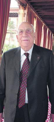 Manuel Díaz Ron, político y empresario asturiano, fallece en París a los 86 años «Soy francés  hasta el fondo      de mi alma, pero       he seguido siendo asturiano»