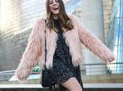 Outfit abrigo rosa pelo