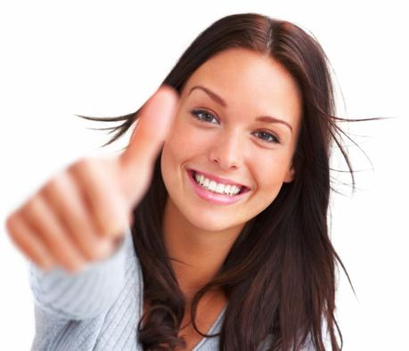 Mujer feliz. Fuente: http://andthatswhyyouresingle.com/2012/09/09/do-you-need-a-mans-whole-heart-to-be-happy/happy-woman-fotolia_12331389_subscription_xxl/