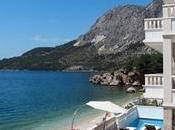 vende villa frente bello jardín gran piscina, valor