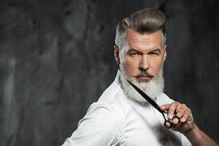 Corte de pelo moderno hombre maduro