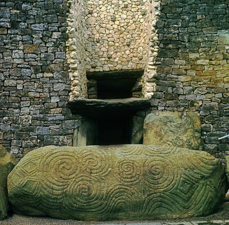Newgrange: Monumento Cósmico de 5.000 años de antigüedad