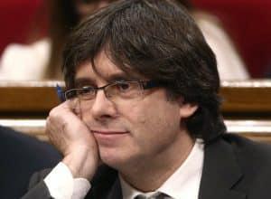Él o los que deberían dirigir España, ni están.. ni se les espera.. y mucho nos tememos que van a dejar la puerta abierta de los muchos problemas