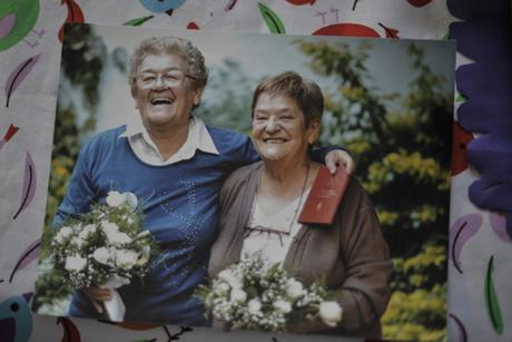 Un estudio corrobora que son mas felices y saludables los matrimonios de adultos mayores LGBT