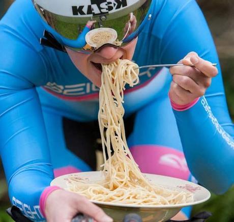 ¿Porque no debes dejar de comer carbohidratos durante el entrenamiento?
