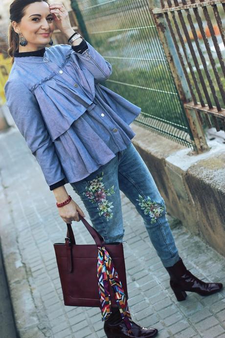 Look con jeans floreados