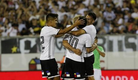 Colo Colo es festejo Monumental tras derrotar a Alianza Lima por la Noche Alba
