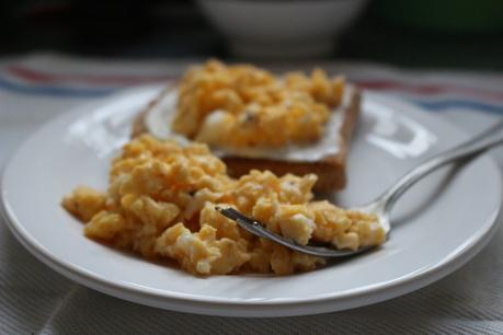 Huevos revueltos fáciles en microondas!
